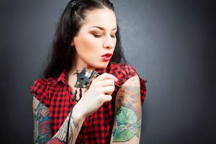 coole tattoos und lustige tattoos wenn tattoos daneben gehen. Black Bedroom Furniture Sets. Home Design Ideas
